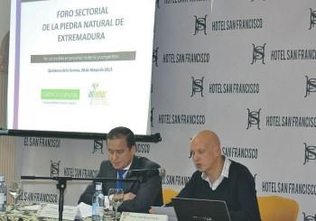 Empresarios y Gobierno de Extremadura se dan cita en el foro sectorial de la piedra natural de Extremadura